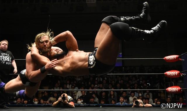 """""""ROH絶対王者""""ジェイ・リーサルが日本で王座防衛もマット・テイヴェンの奇襲に怒り!"""