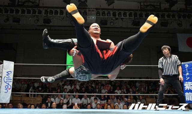山本喧一の弟子を撃破した将軍岡本が新生UWAのベルトを獲得も「闘道館に売り払おうかな」