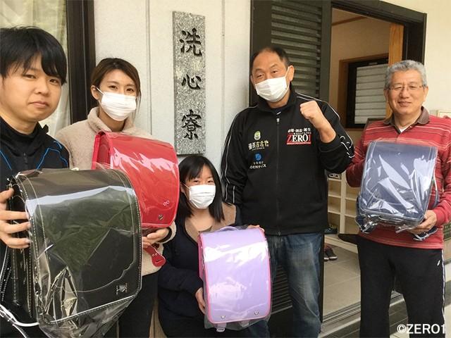 児童養護施設の新入生へプロレスラー・大谷晋二郎がランドセルをプレゼント!