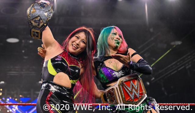 NXT女子王者の紫雷イオがアスカの毒霧アシストで強敵サーシャ・バンクスを撃破!