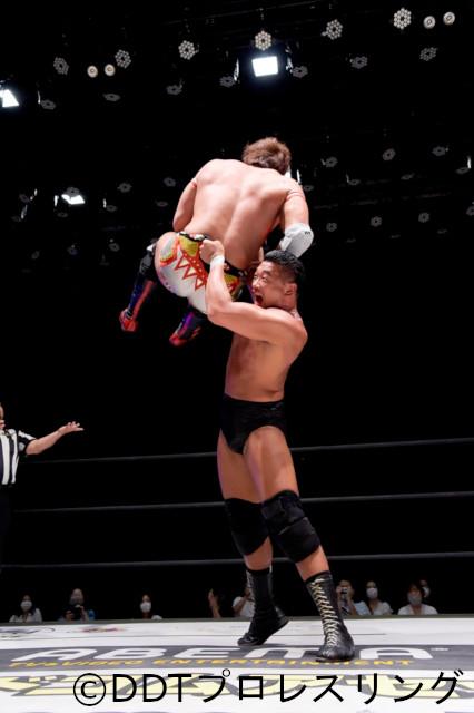 樋口和貞が竹下幸之介とのド迫力マッチ制し、「KING OF DDT」ベスト4入り!