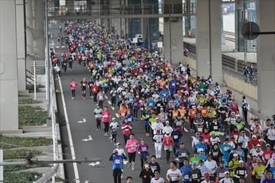決死の42.195km! 初の市民フルマラソン「横浜マラソン2015」当日の様子を疾走(?)レポート!