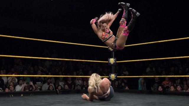 "【WWE】<NXT>""海賊姫""カイリ・セインがインセインエルボーでレイシー・エバンスに雪辱!"