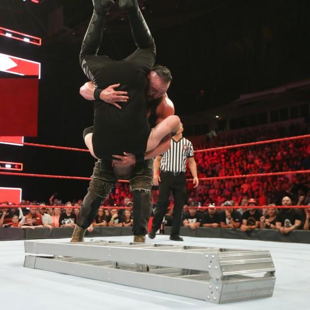 【WWE】ストローマン、圧倒的な強さで「マネー・イン・ザ・バンク(MITB)」前哨戦を制す!