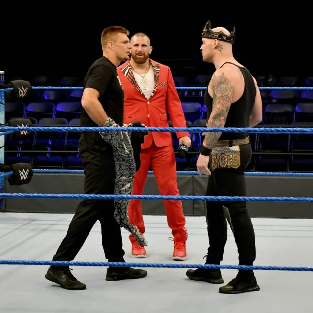 【WWE】元NFLスターのロブ・グロンコウスキーがスマックダウンに登場