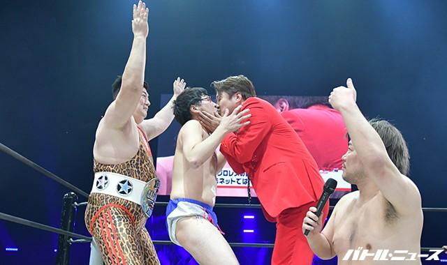南キャン・山里亮太、プロレスの試合中にアイドルとのキス写真流出もネットでは「自業自得」の声