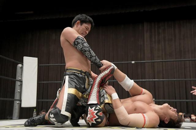 "【DDT】エース""竹下幸之介が「D王」で初白星を挙げるも、左腕負傷発覚で暗雲立ち込めた!"