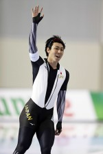 日本男子スピードスケートの進化に、新濱立也の「鈍感力」が必要だ