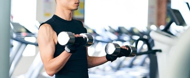 筋トレメニューでダンベルを使うときの注意点やおすすめ器具、鍛え方